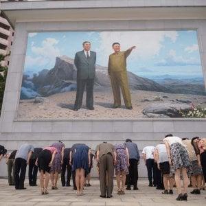 122408112 8b00e3a9 ef3f 4ef5 96cf f6146a767ff1 - La strana parata della Corea del Nord: tute e maschere antigas, ma nessuna nuova arma