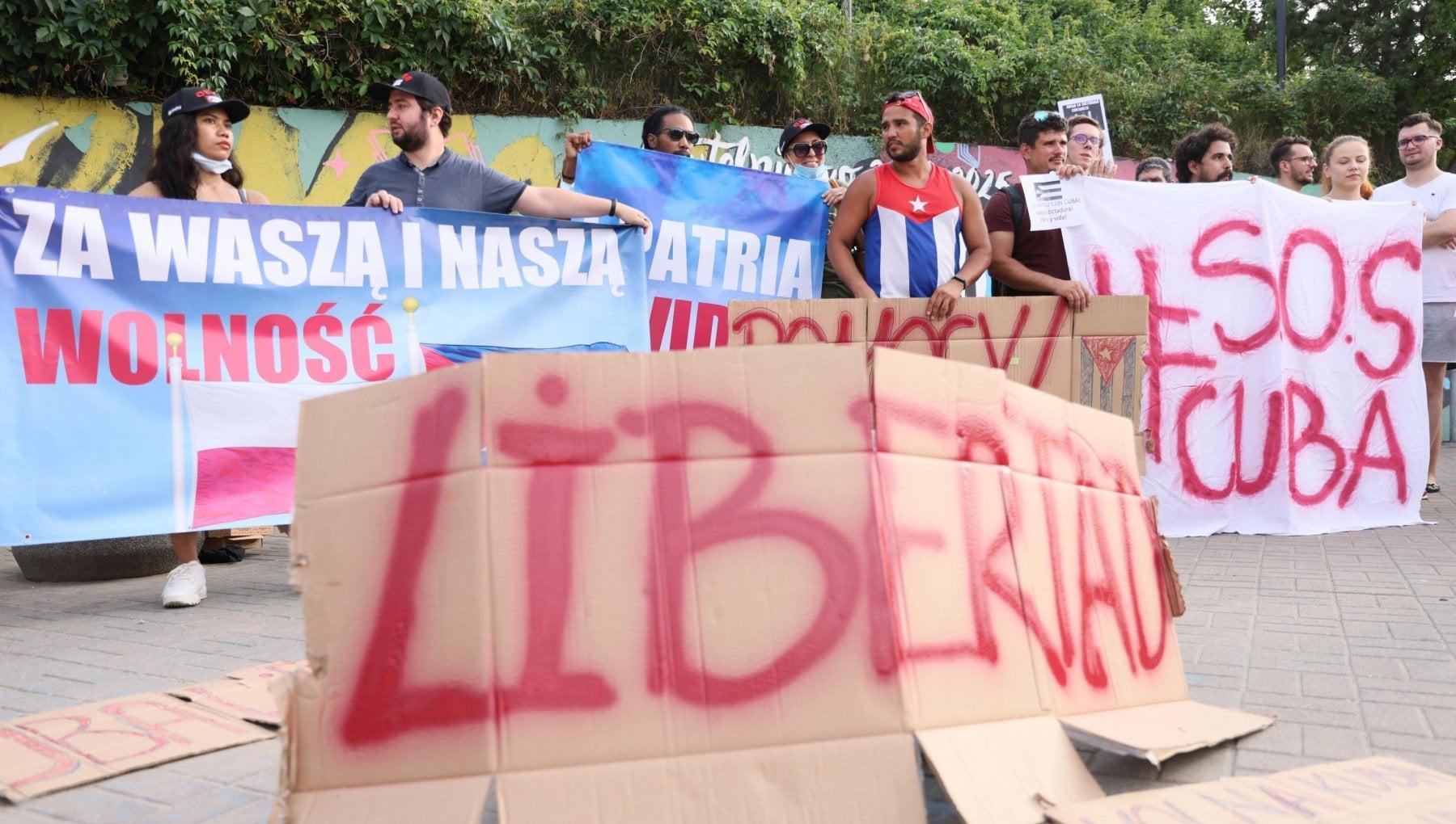 """223629173 908b428f 9f3c 49fb af5f eeb91f2117b3 - Cuba, primo morto durante le proteste. L'appello dei vescovi: """"Stop alle violenze"""""""