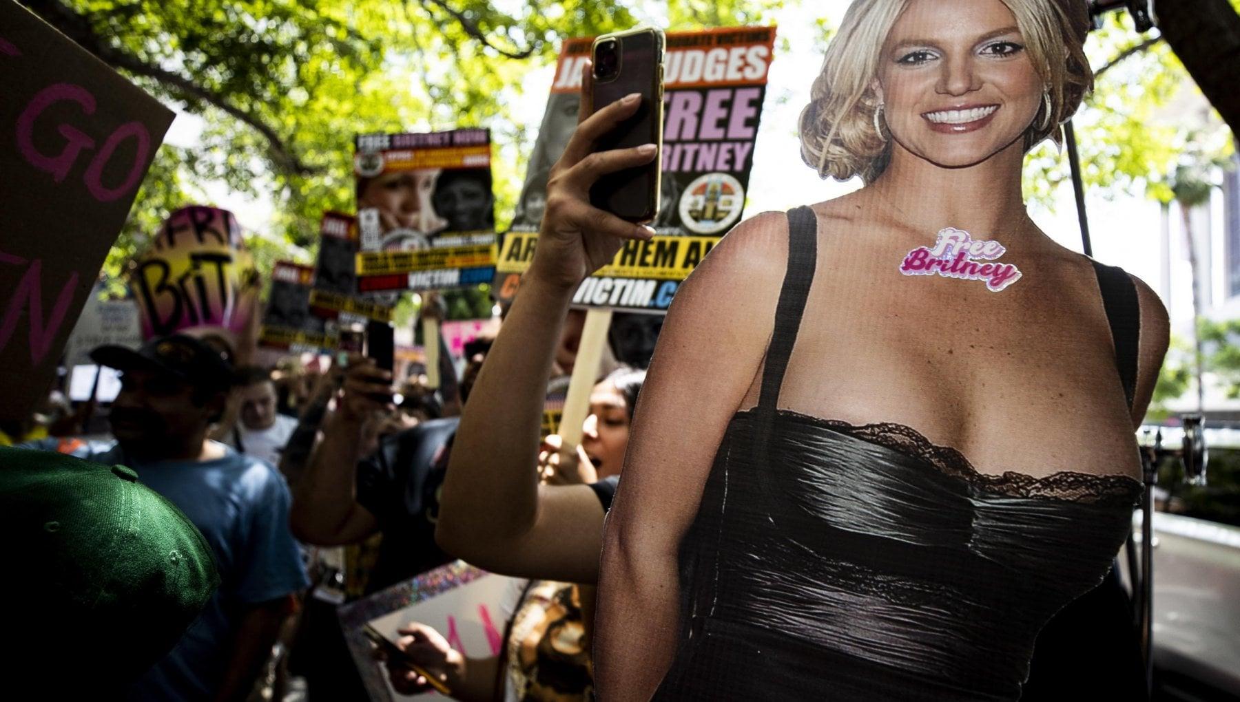 """015808382 5864a5b4 4e99 44c9 a777 e63f6b52ff2d - Los Angeles, Britney Spears torna a parlare: """"Voglio che mio padre venga incriminato"""""""
