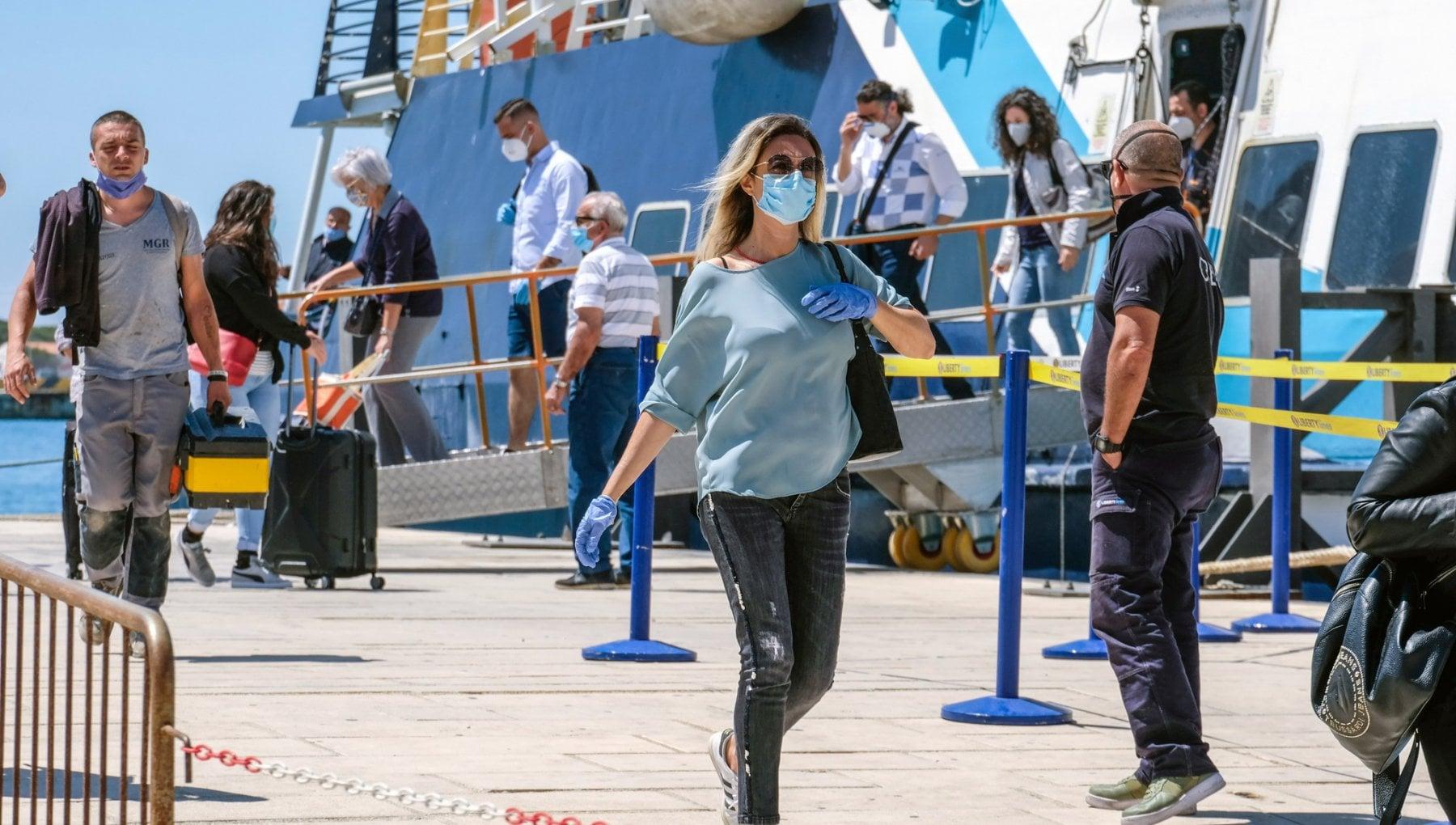 173931304 250c8913 ae2f 4dd5 a613 2f2b05f4e855 - Coronavirus, le isole si blindano: test obbligatori in Sicilia per chi arriva da Malta, Spagna e Portogallo, la Sardegna prepara l'ordinanza