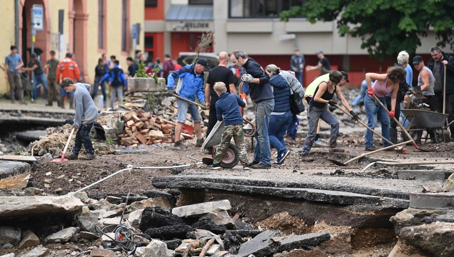 """222213906 4b5bb05e 7455 4b26 93b3 21ebd6460afb - Alluvione in Europa, parla Sachs: """"Dalla Cina all'India, ora fermiamo i Grandi Inquinatori"""""""