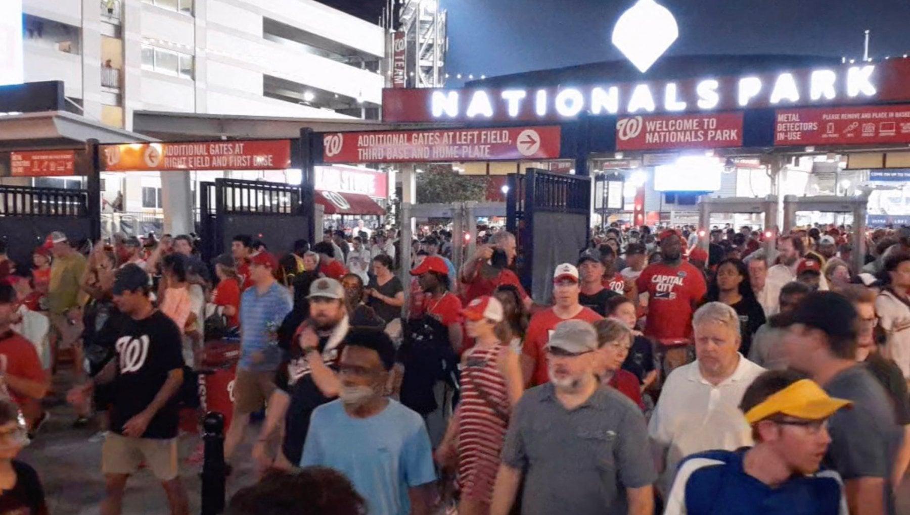 190608396 cb69ccc9 a65a 4375 b369 a5f42a98fe49 - Allarme violenza in Usa: partita sospesa dopo gli spari davanti allo stadio di Washington