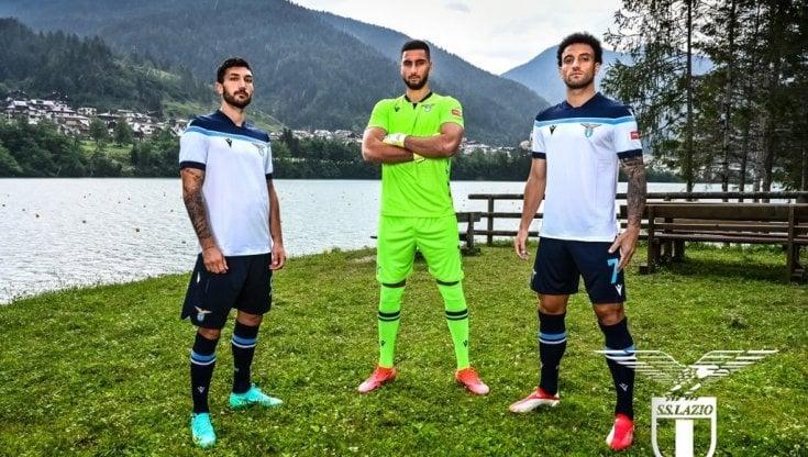 Lazio, presentata la maglia da trasferta. Zaia: