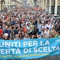 Vaccini e Green pass: la protesta nelle piazze d'Italia. Disordini a Roma.