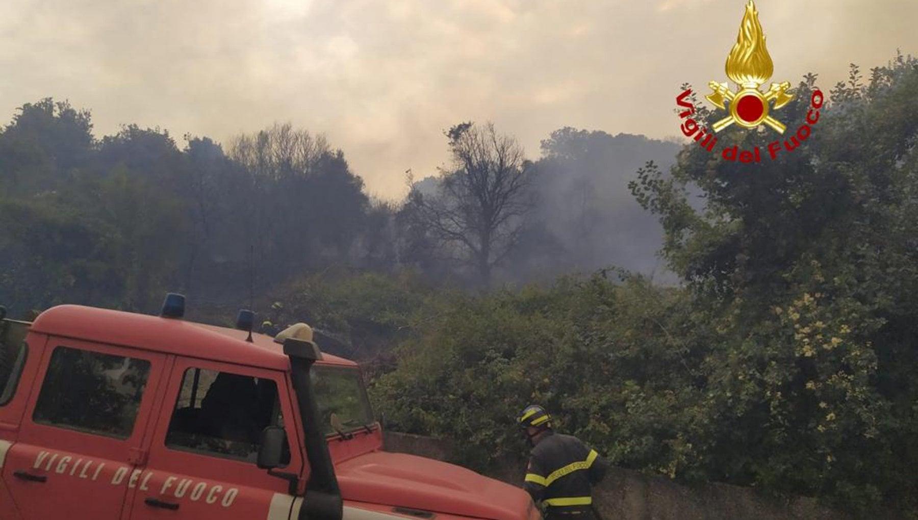 012742296 963d5088 fa81 4f49 ac71 3de2e13ba22d - Rogo nell'Oristanese, le fiamme raggiungono il centro abitato di Cuglieri