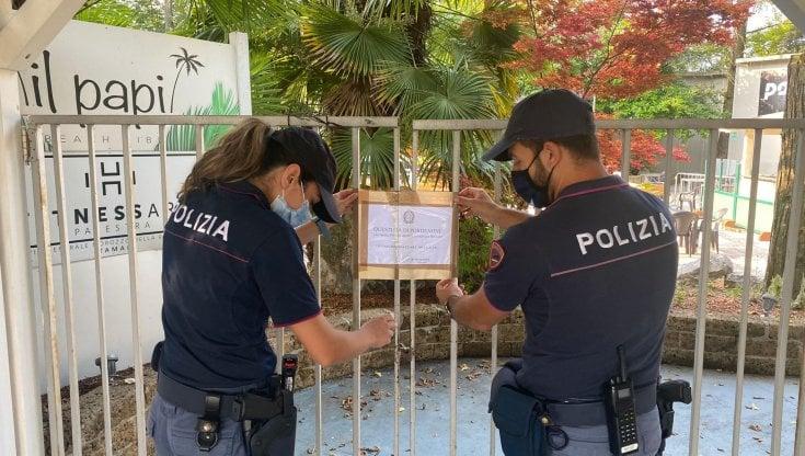 Covid, festa in discoteca con 300 persone: la polizia chiude un locale per 75 giorni