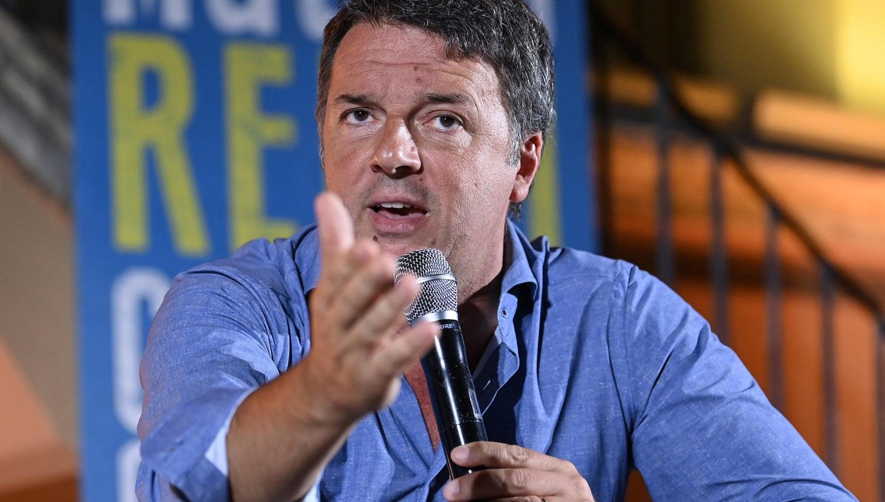 Matteo Renzi e il referendum sul reddito di cittadinanza, le critiche social: #renzifaischifo