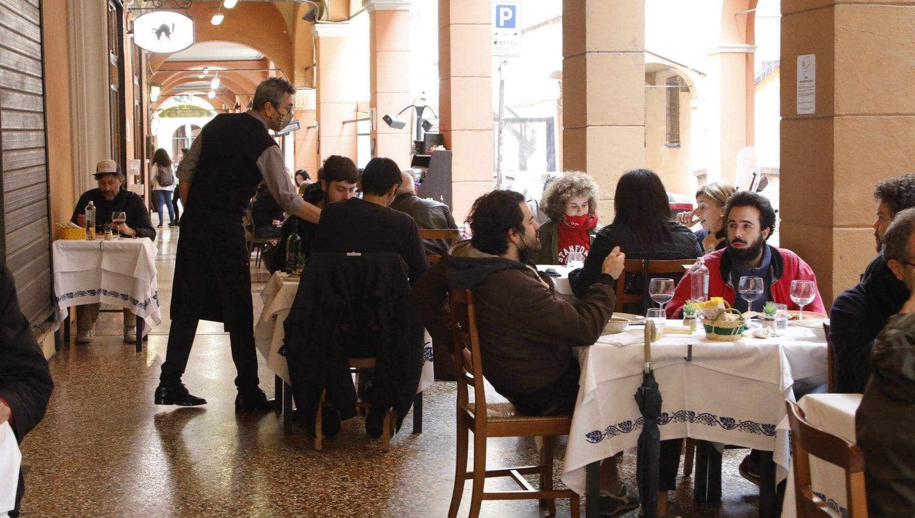 """221613361 f7b8e2a6 5b60 4226 bc1c 58d9ab089fe3 - """"Siete nazisti"""": le minacce agli chef che chiedono il Green Pass"""