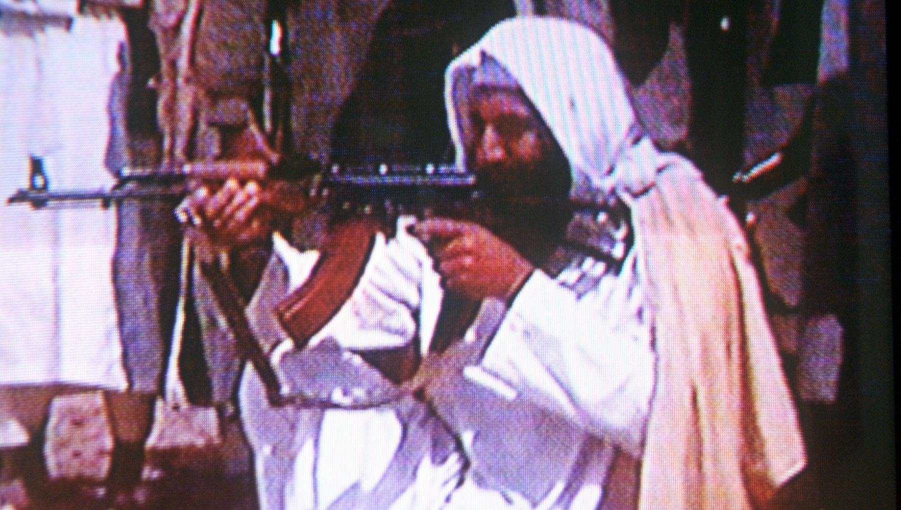183240866 7fbc2359 7e37 40b7 a373 202804856ac2 - Osama Bin Laden tradito da... le sue mutande: la biancheria stesa aiutò gli Usa a trovarlo