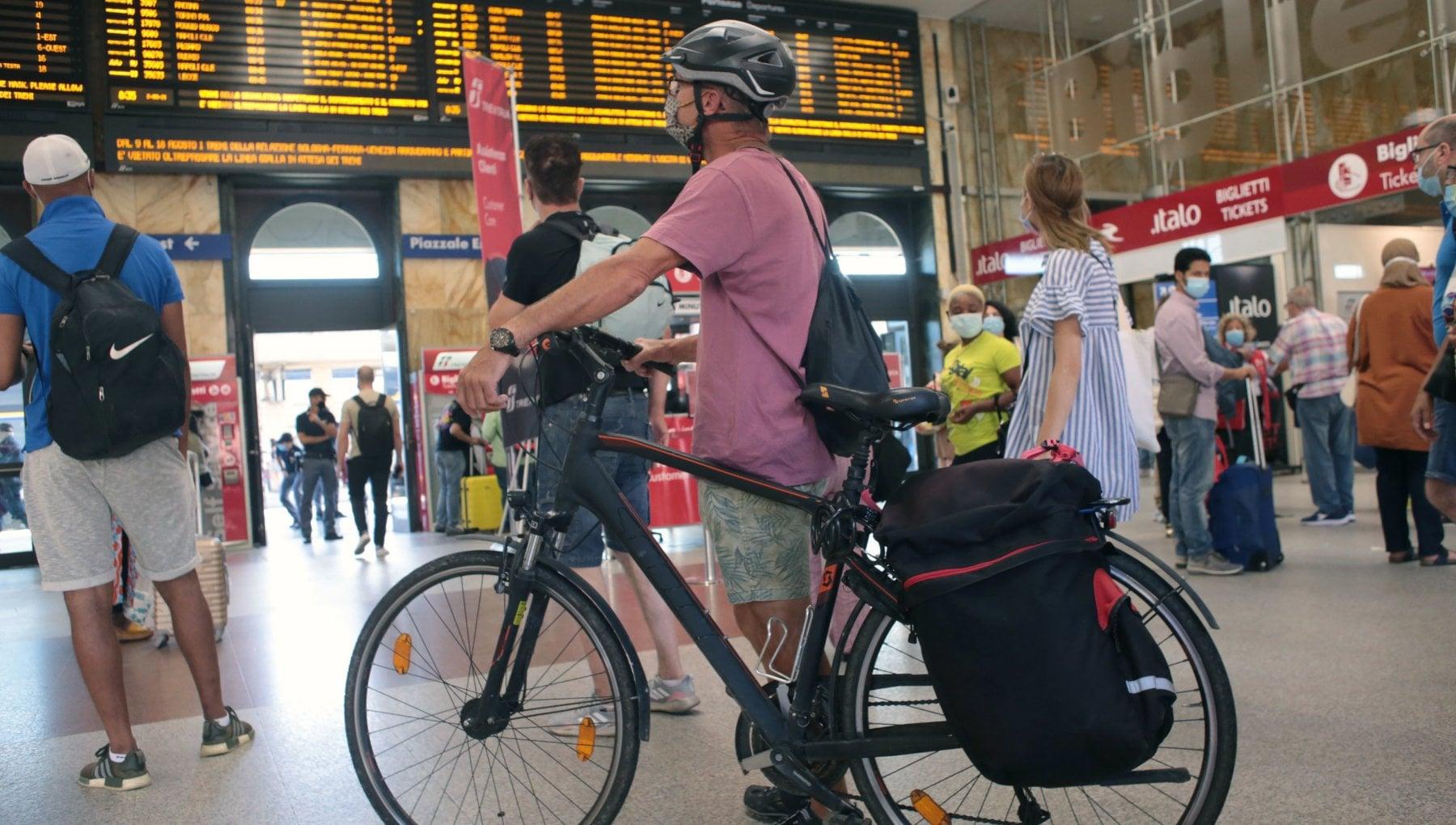 094148453 f04f16cc 3300 4f62 92b8 ffeee801bc9f - Priorità a pedoni e ciclisti agli incroci: così cambiano le strade inglesi