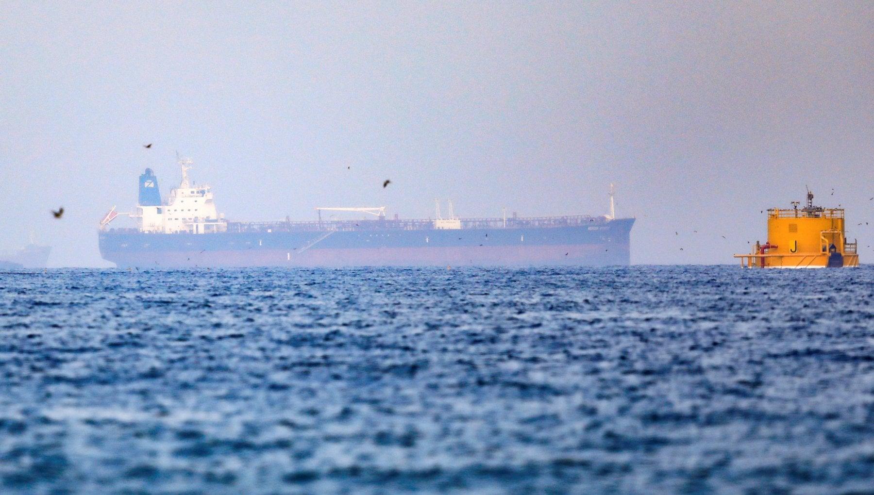200344915 4d2a9a6d 40f0 4f01 ae73 8fac713b18fe - Golfo dell'Oman, petroliera dirottata. Sospetti sull'Iran