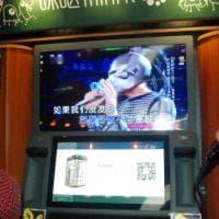 """La Cina silenzia anche l'amato karaoke: """"Stop canzoni immorali"""""""