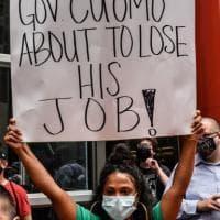 """""""Cuomo predatore sessuale"""": il governatore scaricato da tutti"""