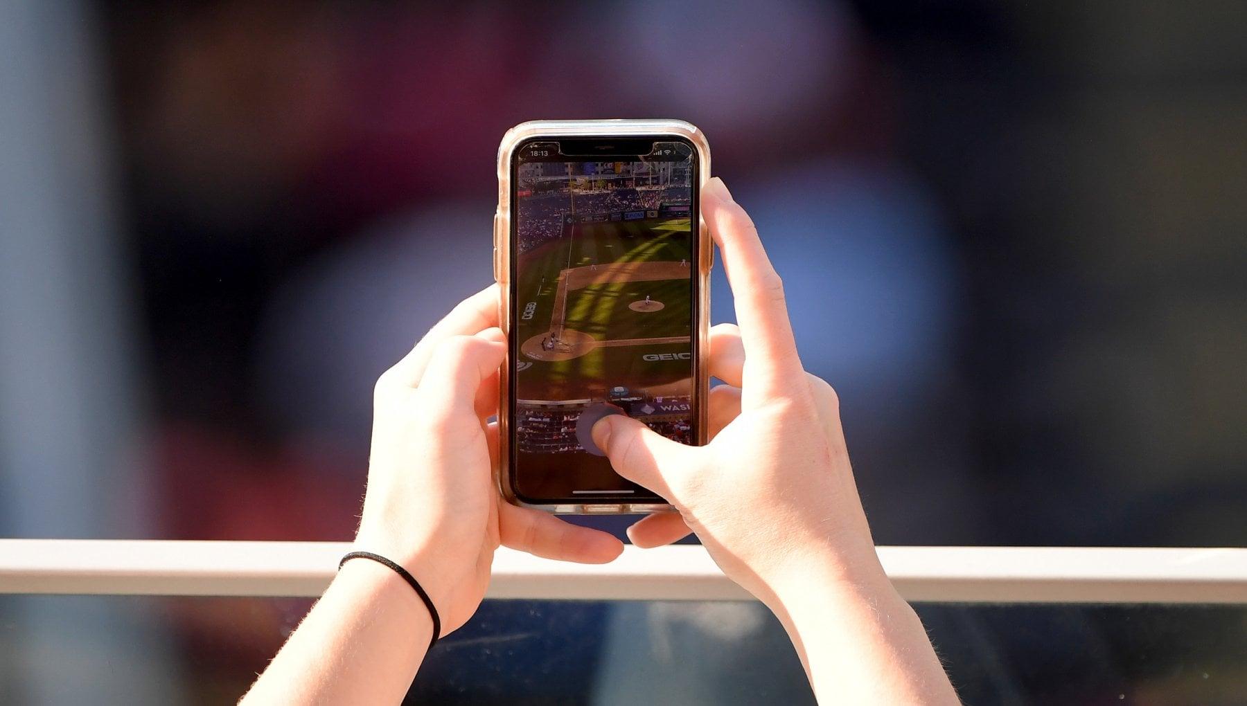010538309 d20e2d99 6a33 4c63 ad9b 24b7fcdce0fa - Stati Uniti, Apple scansionerà tutti gli iPhone del Paese in cerca di immagini pedopornografiche