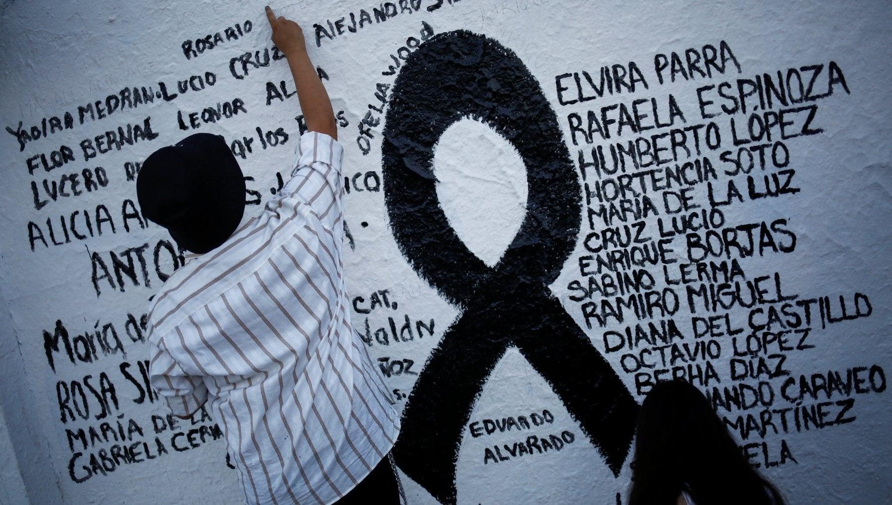 030600789 37a084fc a215 4326 ac60 496be37318bf - Coronavirus nel mondo, il Brasile a quota 560 mila vittime. In Usa Amazon e altri big rinviano il ritorno in ufficio