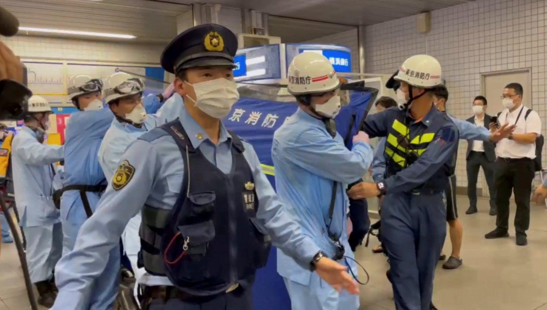 """111202118 9cee9600 2fd5 447a 877e 1b0bcb2af797 - Tokyo, accoltellatore in treno: 10 feriti. """"Voleva uccidere donne felici"""""""