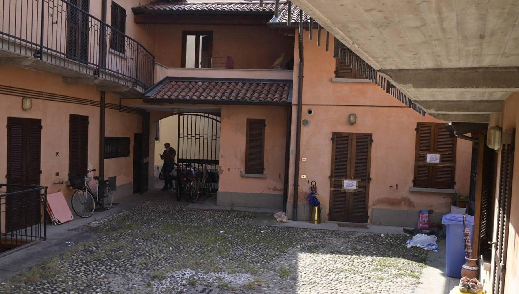 """132041744 c5938c59 bc22 4227 b421 864ec0c52609 - Ragazza di 15 anni uccide la madre dopo lite a Treviglio. Poi chiama il 112: """"Aiuto, ho fatto male a mamma"""""""