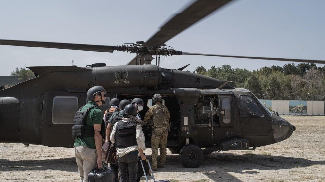 "012459464 52588445 a6f8 4470 a985 124ac21db5a6 - ""Portateci via"", rabbia e paura nella Kabul caduta in mano ai talebani"