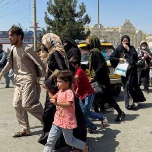 """211337129 b8fc9312 21be 4f53 bf25 bd840236253f - Kabul, riapre l'aeroporto. I talebani invitano le donne al governo """"sotto la legge della sharia"""". La Nato: """"Fallimento dei leader afghani"""""""