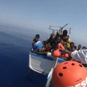 090744006 13eaee6b ce88 4524 a65e c76a2112d09d - Migranti, sbarcano ad Augusta i 166 migranti della ResQ