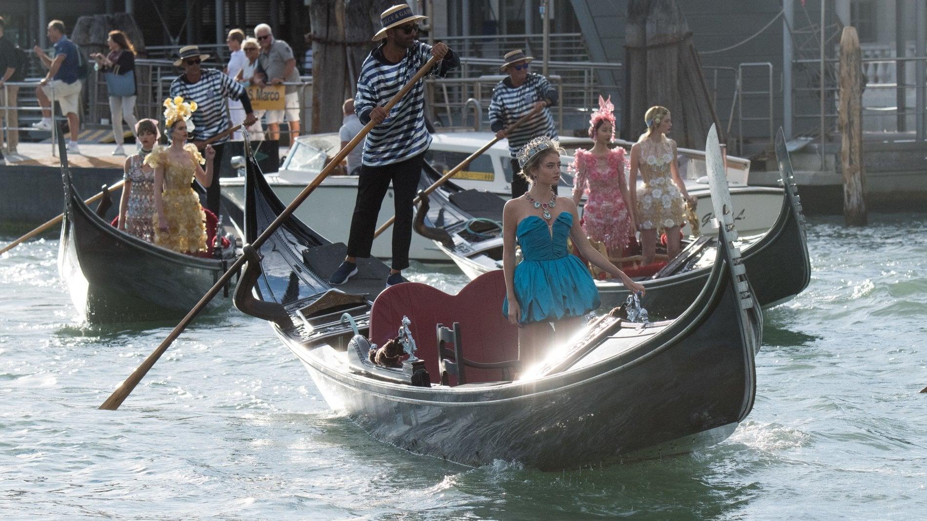 L'Alta Moda di Dolce&Gabbana sbarca in Laguna con uno show memorabile. Tra  star, saltimbanchi, temporali a sorpresa e arcobaleni - D.it Repubblica