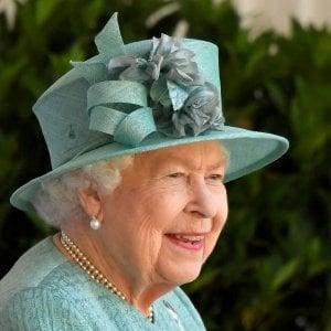 180319940 ece031a1 b6ea 4e4a a4ee e5345bb1d4a3 - Regno Unito, la prima volta della regina Elisabetta con il bastone a un evento pubblico
