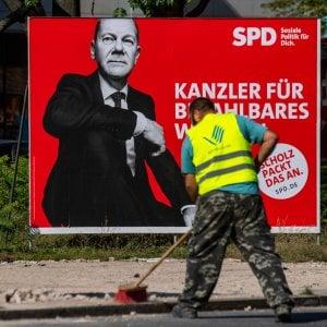 "121257742 937525ca a7c2 4239 89d0 db3dabb1e31b - Germania, Merkel attacca Scholz: ""Nessuno ha fatto da cavia"""