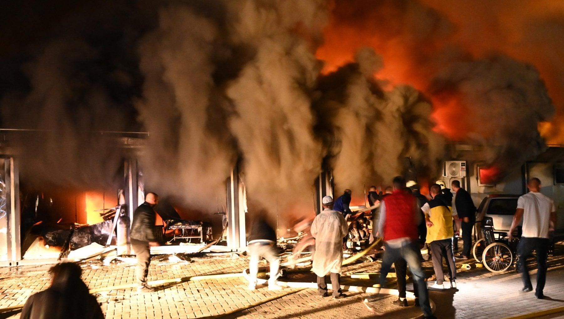 032212426 075facf8 a0f4 4b36 971f 62584c7dd852 - Macedonia del Nord: incendio devasta un ospedale Covid, almeno 10 morti