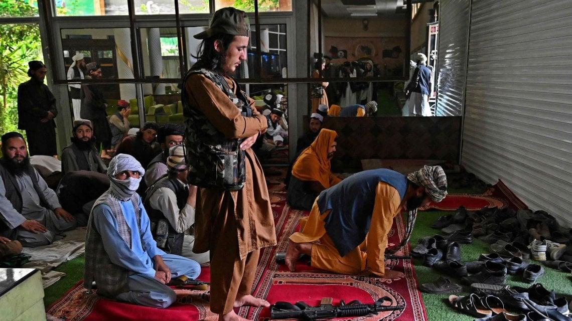 """222812997 a411938c a89f 408b b594 93c49a48c897 - Lusso e kalashnikov, i talebani occupano il """"quartiere dei ladri"""" a Kabul"""