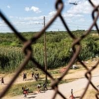 Stati Uniti, emergenza migranti in Texas: più di 8 mila haitiani sotto un ponte