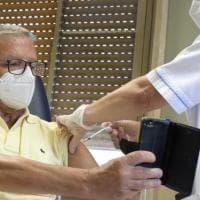 """Vaccini, Ricciardi: """"Hanno evitato la morte di 90 mila persone"""". Ma 3,4 milioni di over..."""