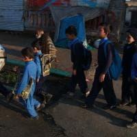 Afghanistan, i talebani riaprono le scuole solo ai maschi: escluse le ragazze