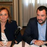 Ue, Draghi blinda Lamorgese sui migranti e congela l'incontro a tre con Salvini
