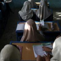 """Afghanistan, la rabbia delle studentesse di Kabul: """"Cacciarci da scuola è come ucciderci"""""""