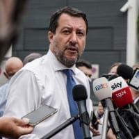 Lega spaccata, Salvini arranca: guerra per bande nel partito