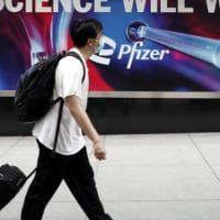 """Stati Uniti, gli esperti si dividono sulla terza dose di vaccino: """"Serve solo agli over..."""