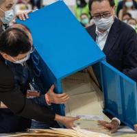 """Hong Kong alle urne: ma solo i """"veri patrioti"""" possono votare"""