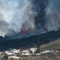 Spagna, eruzione alle Canarie: Sánchez vola a La Palma
