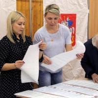 Russia, il partito di Putin al 49,76%. Successo dei comunisti