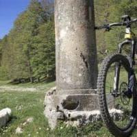 Le e-bike invadono le montagne. La rivolta degli operatori: