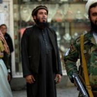 Afghanistan, i talebani vietano il taglio delle barbe: