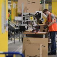 Amazon, lo stipendio d'ingresso sale dell'8% nei centri logistici: si parte da 1.680 euro