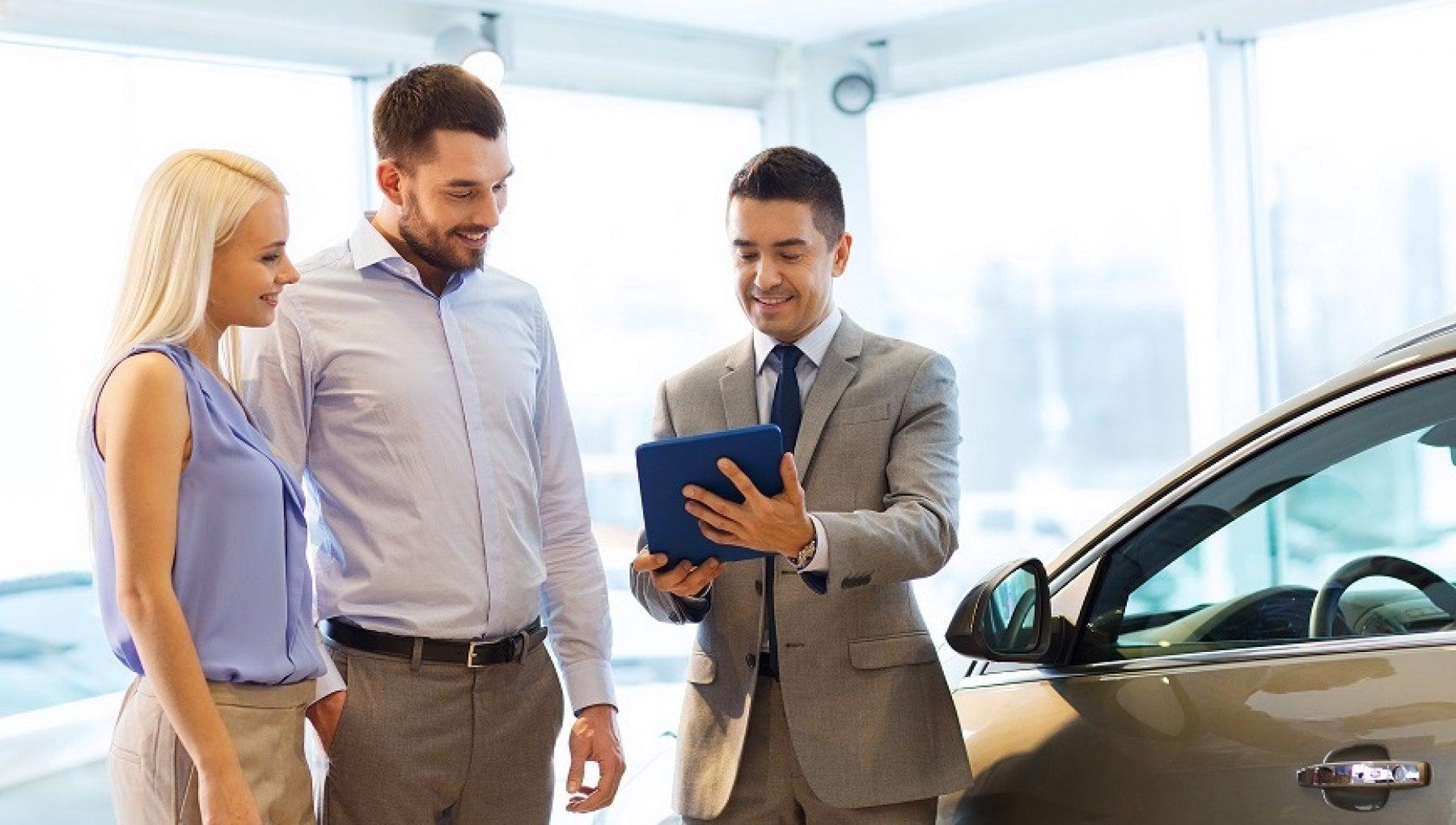 Auto: più di due mesi per sceglierla, tre anni e mezzo per pagarla