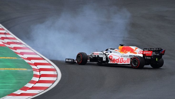 F1, pole di Bottas in Turchia davanti a Verstappen. Terza la Ferrari di Leclerc