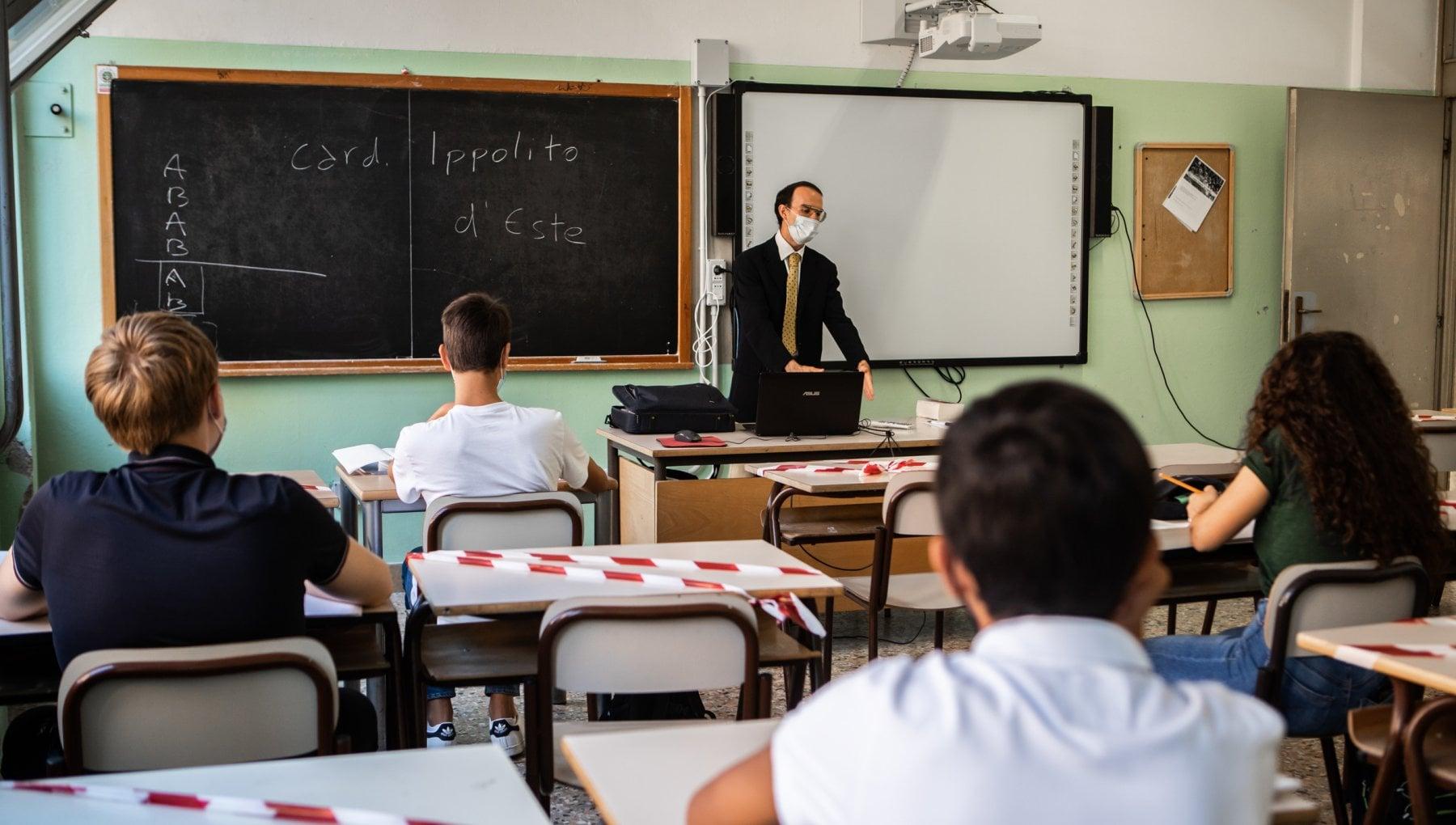 220328708 b6c83e1b 7480 4a58 92a2 4216f166fb32 - Lavoro, scuola, Rsa: così la pandemia ha ristretto i diritti