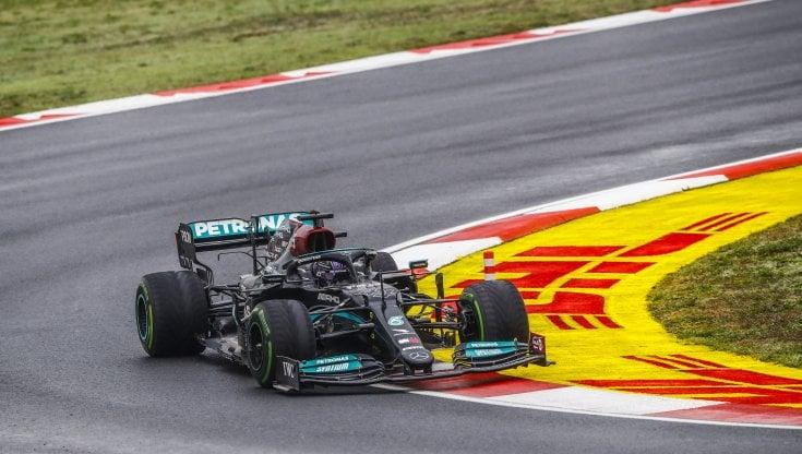 Formula 1, Red Bull allattacco: La velocità della Mercedes è sospetta