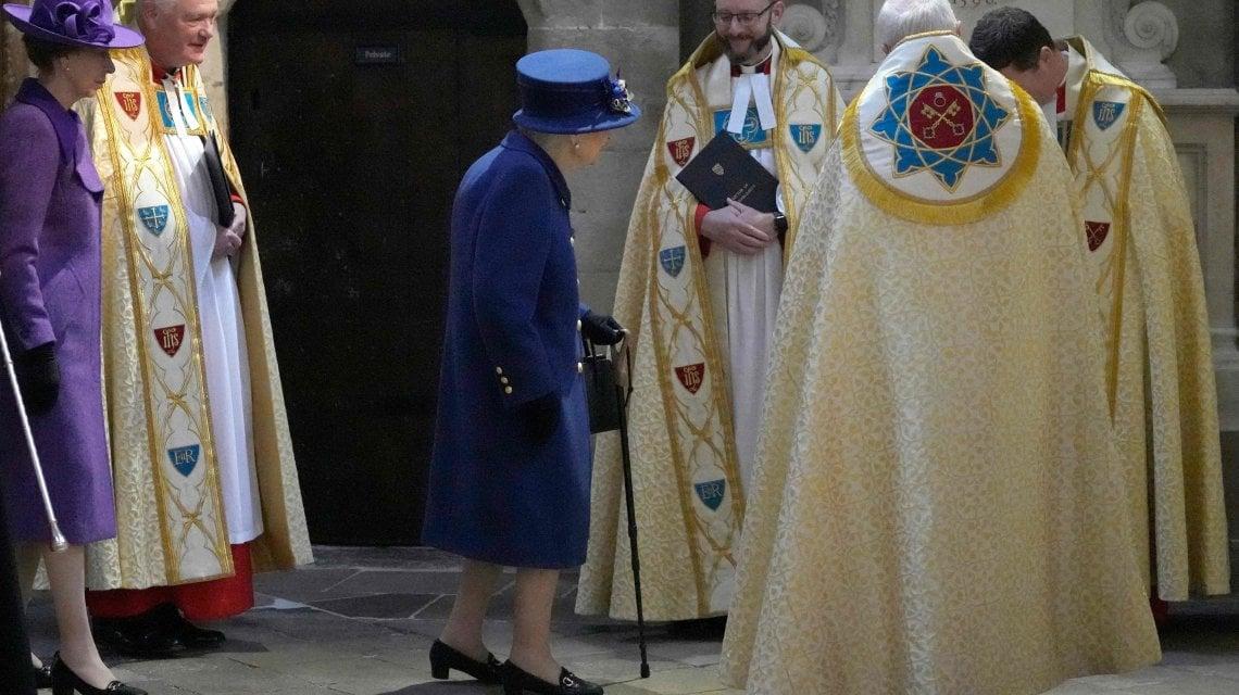 180426755 10b7b803 6868 407f bd19 f383a34e6765 - Regno Unito, la prima volta della regina Elisabetta con il bastone a un evento pubblico