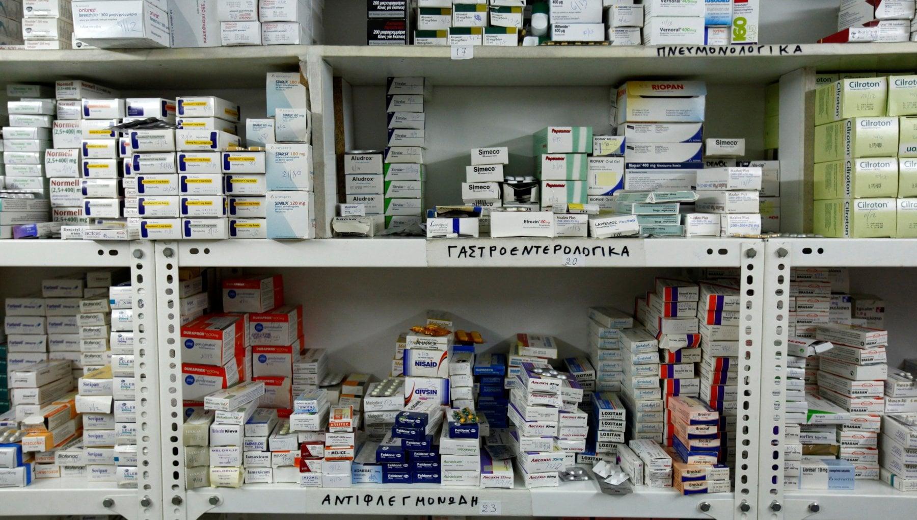 """102356588 db824d1e 6cf2 46e1 81bd bbe7d011d1aa - Farmaci, un terzo degli anziani ne usa 10 insieme. Brusaferro: """"Rischio abuso"""". Nelle Rsa troppi psicofarmaci"""
