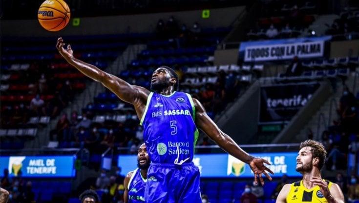 Basket, Champions: Burnell non basta, Sassari travolta a Tenerife