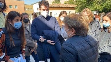 Ateneo Bologna, la studentessa no Green Pass torna in aula per protestare: un'altra lezione interrotta